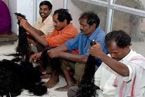 آئین جالب وقف کردن مو در هند ! (عکس)