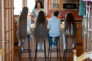 خانواده ای جالب با موهای بلند (عکس)