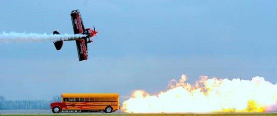 جالبترین سرویس مدرسه که با موتور جت کار میکند