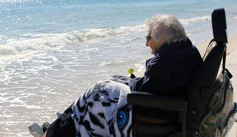 دیدار این پیرزن با دریا پس از 1 قرن !+ تصاویر