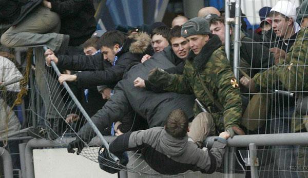 عکس های عجیب از تماشاگران روسی