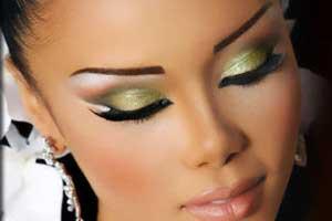 آرایش چشم حرفه ای با سایه پودری یا سایه مایع؟