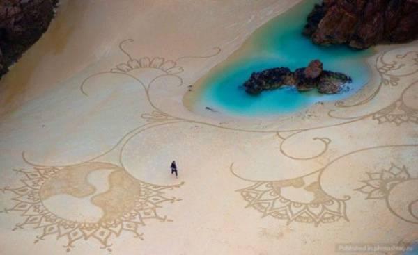 اشکال هنری زیبا بر روی شن و ماسه