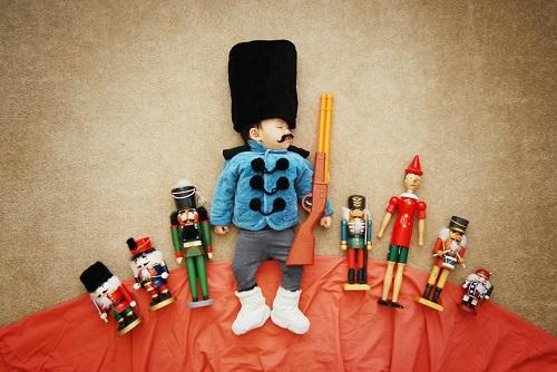 عکس های کودکی که با هنر مادرش معروف شد