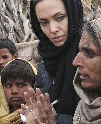 کارهای انسان دوستانه آنجلینا جولی (عکس)