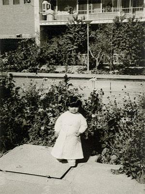 عکس های دوران کودکی ماهایا پطروسیان