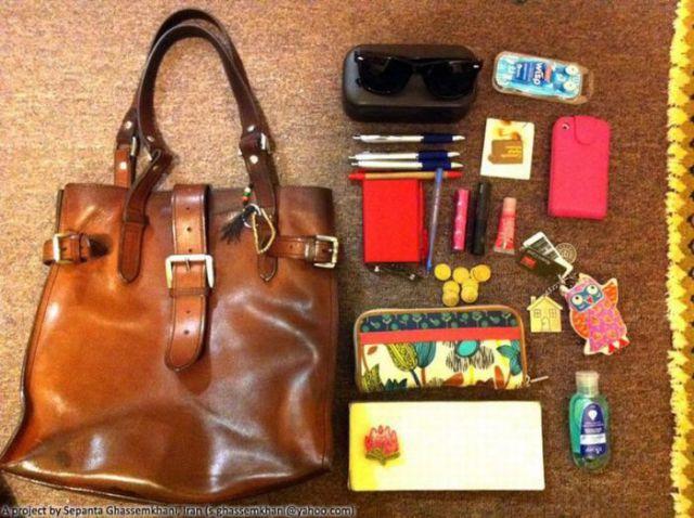 عکس های جالب از اشیاء داخل کیف خانمها