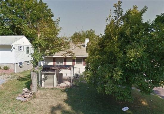 مردی که خانه ی خودش را با بولدوزر خراب کرد + تصاویر
