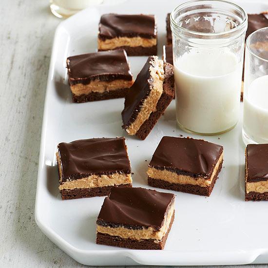 طرز تهیه کیک بادام زمینی با گاناش شکلات