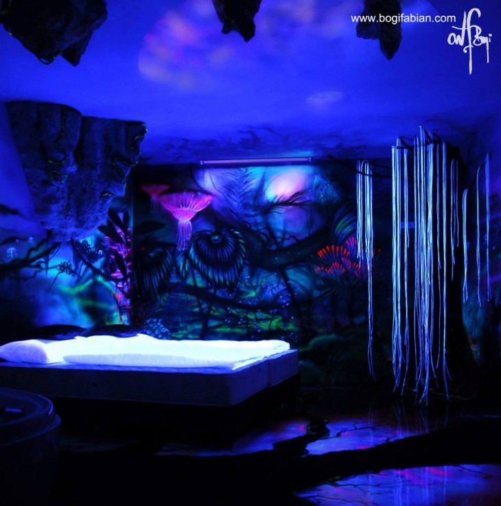 نقاشی های تخیلی بسیار زیبا در اتاق خواب