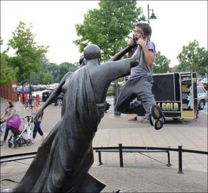 تصاویر طنز شوخی با مجسمه