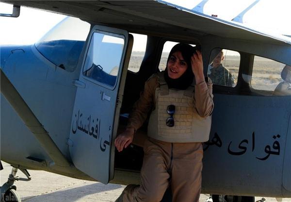 پرواز اولین خلبان زن افغان (عکس)