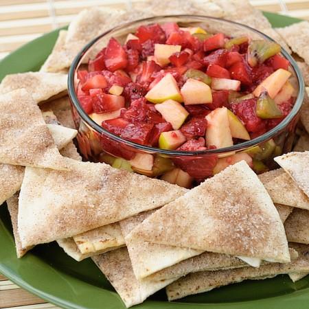 طرز تهیه سالاد میوه با نان تورتیلای دارچینی