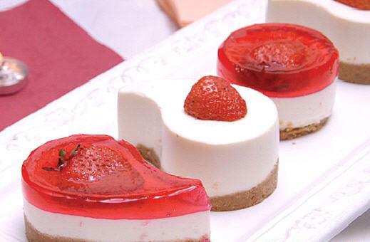 طرز تهیه چیز کیک توت فرنگی