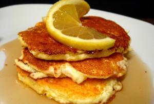 طرز درست کردن پنکیک لیمو و پنیر خامه ای