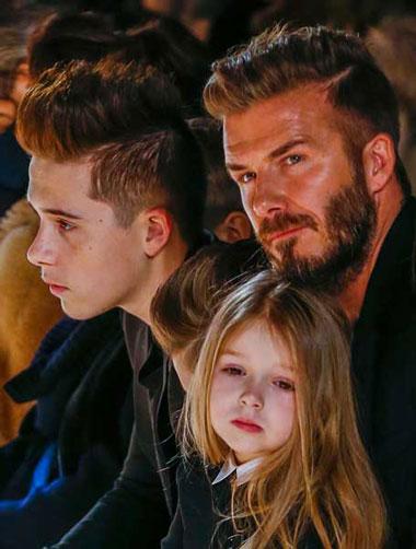 سلفی جالب بکام و فرزندانش در نمایشگاه مد