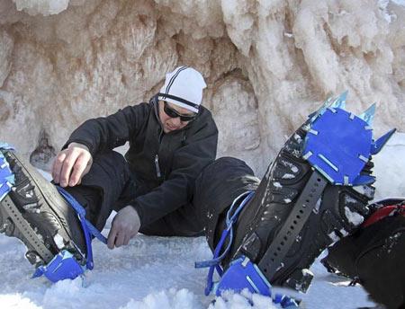 آشنایی با غارهای یخی بی نظیر در دریاچه سوپریر