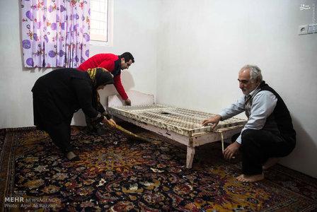 فراهم کردن خانه مناسب برای پدر شهید (+عکس)