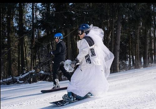 مراسم عجیب عروسی حین اسکی بازی + تصاویر