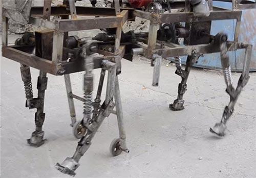 مردی که اسب آهنی ساخته است + تصاویر