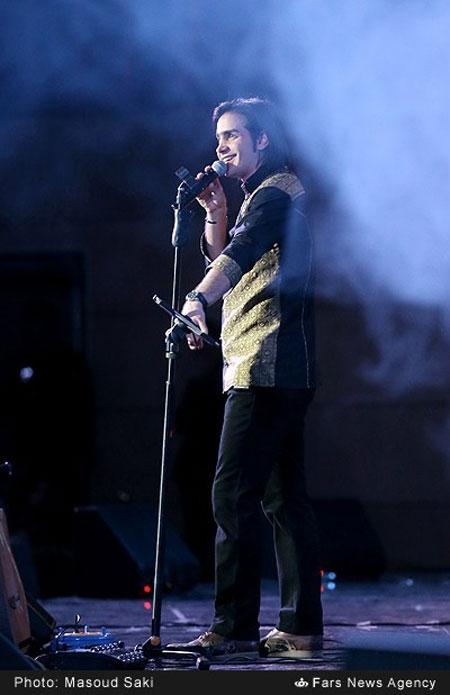 تصاویر محسن یگانه در کنسرت جشنواره فجر