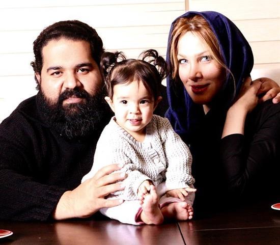 رضا صادقی در کنار همسر و فرزندش (عکس)