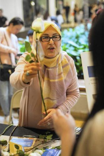 اقدام زیبای یک زن مسلمان در آمریکا + تصاویر