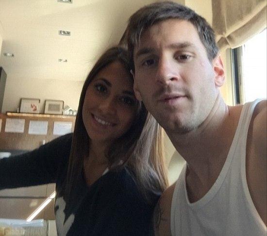 سلفی لیونل مسی و همسرش در خانه