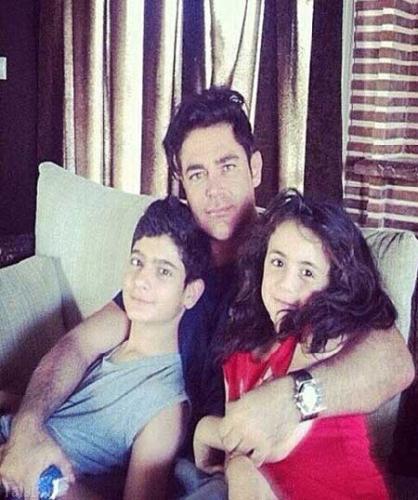 محمدرضا گلزار در کنار خواهر زاده هایش (عکس)