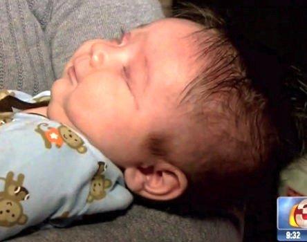 متولد شدن نوزادی که چشم ندارد + عکس