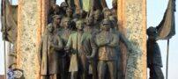 تصاویر برهنه شدن یک ایرانی کنار مجسمه آتاتورک