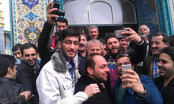 علی پروین در مسجد مرزداران زرین دشت + عکس