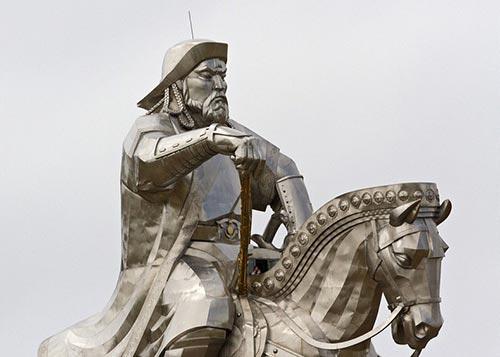 مجسمه عظیم چنگیز خان مغول در مغولستان