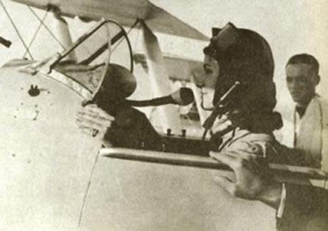اولین بانوی خلبان ایرانی + عکس