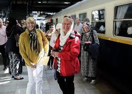 2 زن آمریکایی و قطار لوکسشان در ایران (عکس)
