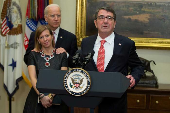 رفتار معاون اوباما با همسر وزیر دفاع امریکا سوژه شد + تصاویر