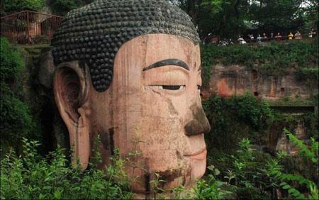 مجسمه عجیب بودا در کوه داگوانگ مینگ چین (+ تصاویر)