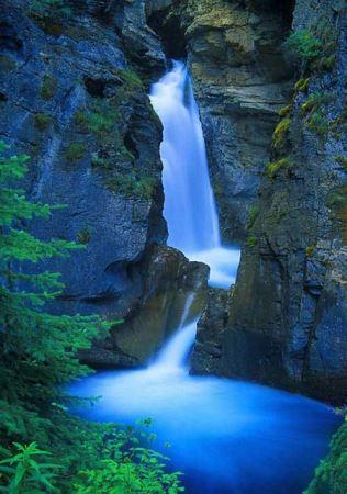 آبشارهای زیبایی طبیعی ( تصویری)