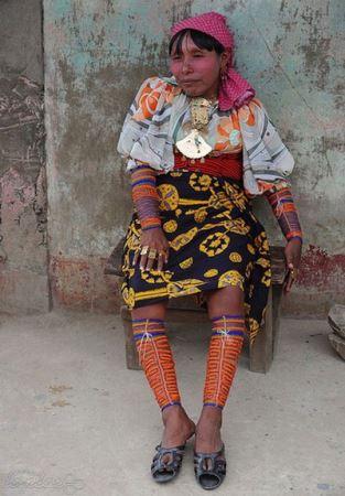 عجیب ترین لباس های محلی جهان (عکس)