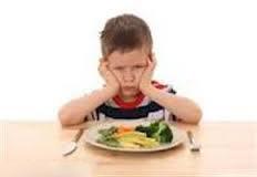 از تحميل و انتخاب غذای كودك خودداري كنید