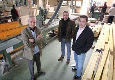ساختن خانه های چوبی برای نیازمندان (عکس)