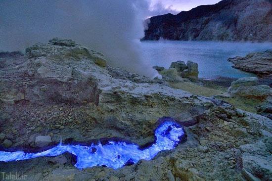عکس های آتشفشانی با گدازه های آبی رنگ