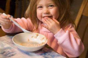 پنج توصیه غذایی برای کودکان بد غذا