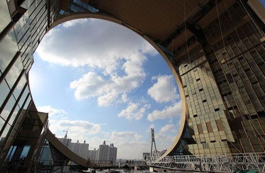 عکس هایی از عجیب و غریب ترین آسمان خراش دنیا