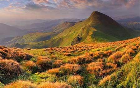 تصاویر قلعه ای زیبا بر فراز قله ها
