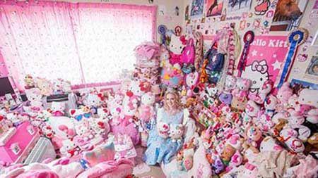 ازدواج با خانم کلکسیون دار عروسک های کیتی + عکس