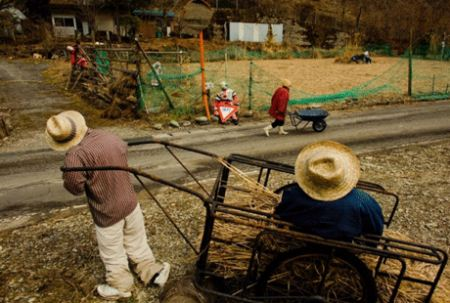 روستای ترسناک مترسک ها (عکس)