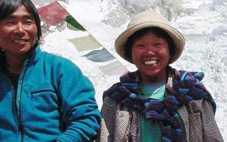 پیرزنی 73 ساله که قله اورست را فتح کرد (عکس)