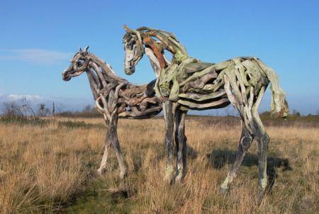 عکس هایی جالب از اسب های چوبی هنری