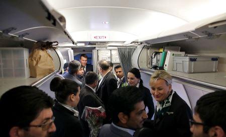 بی حجابی مهماندارهای پرواز هامبورگ -مشهد (عکس)